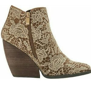 Very Volatile Lacey ankle boots 7.5 tan round toe